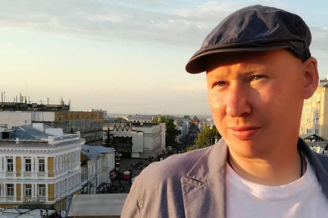 «Бог любит Дениску» - автобиографическая книга.