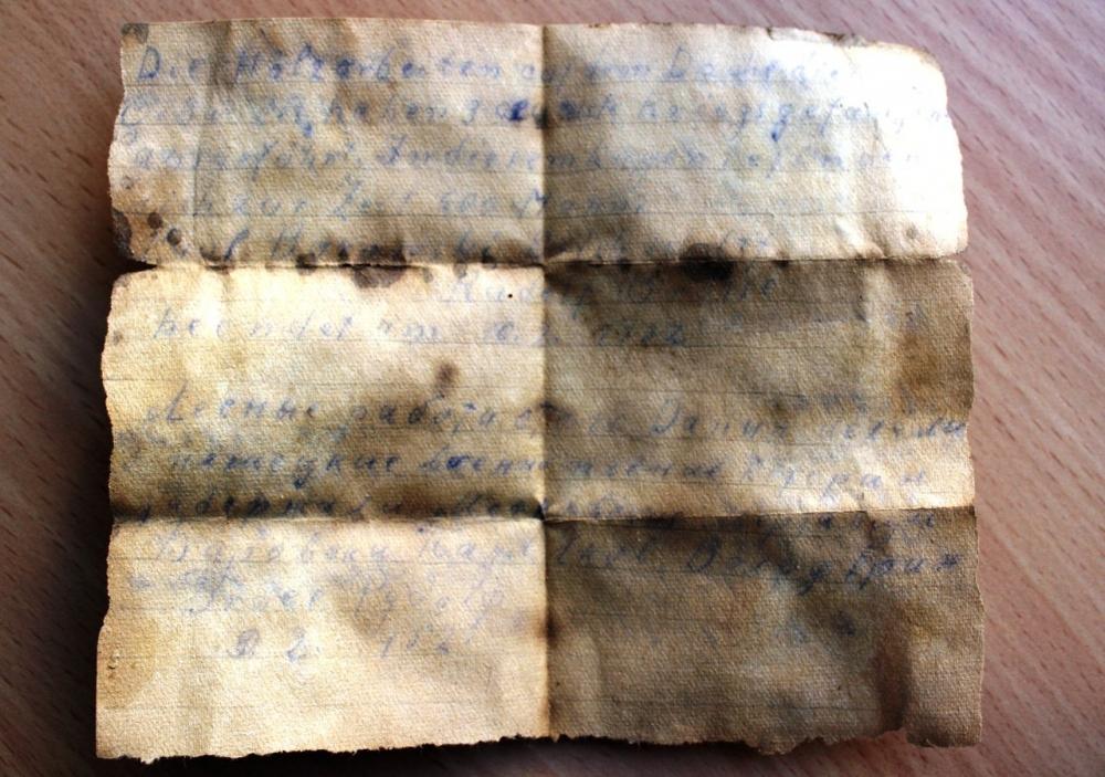 «Лесные работы… Дания… делали три немецкие военнопленные… котори задержали Московские мерзавцы… Бироваки Паул, Яков Волф Ерин, Брае Рудолф… 10.02.1952», - говорится в сообщении.