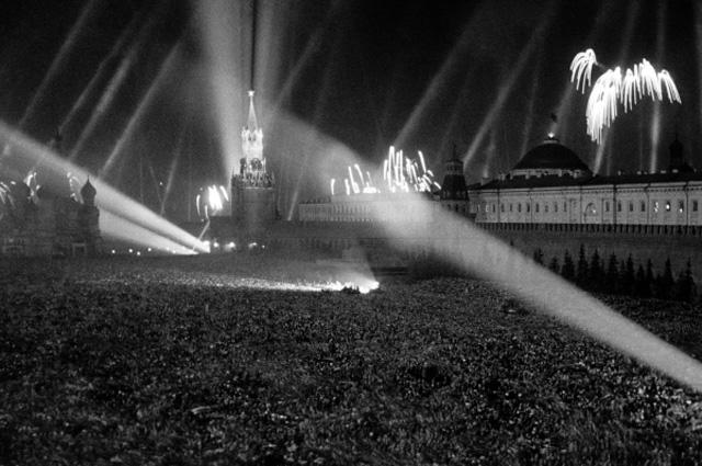 Салют на Красной площади 9 мая 1941 года