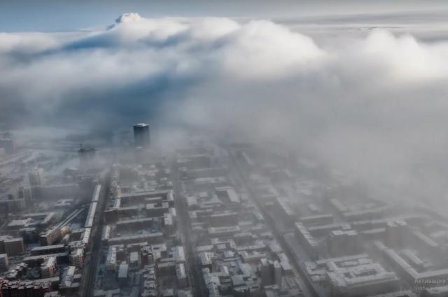 Классика жанра - морозный туман в кадре двжиется справа налево - с юго-запада на северо-восток.
