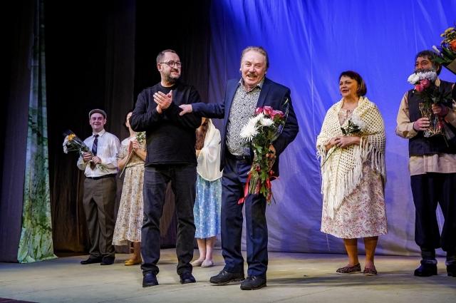 Олег Малышев на сцене театра после премьеры.