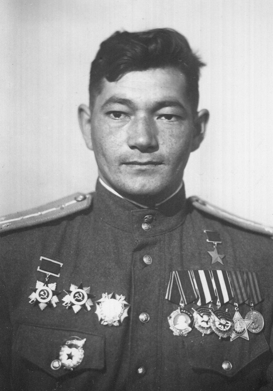 Командир эскадрильи гвардии капитан Талгат Бегельдинов вконце войны.