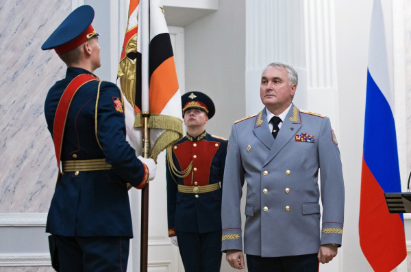 Андрей Картаполов на церемонии представления и вручения штандарта командующего войсками ЗВО.