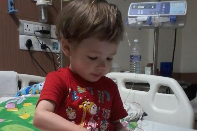 Сейчас Витя находится на аппарате искусственной вентиляции лёгких.