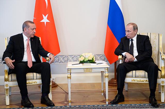 Владимир Путин и Реджеп Тайип Эрдоган во время встречи в Константиновском дворце.