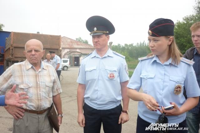 СОтрудники ГИБДД обследовали дорогу на Левобережье.