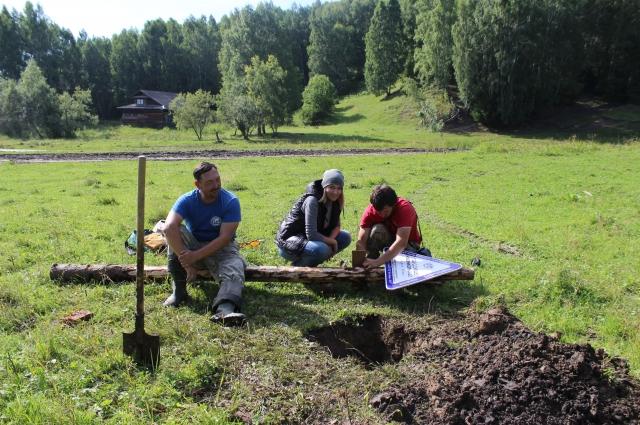 Готовят к установке под Никольской горой памятный знак «Городище Новоникольское-I», Усть-Ишимский райой.