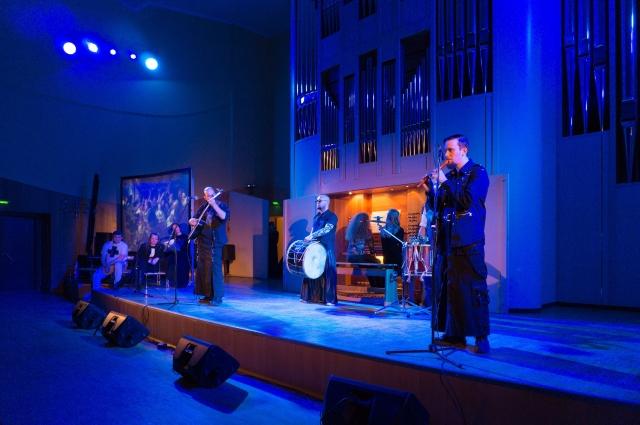 Московские музыканты сыграли на волынках и барабанах в Органном зале.