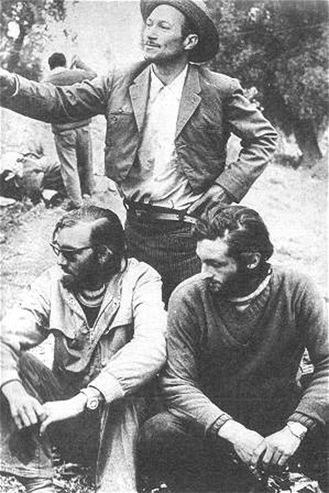 Паррадо и Канесса рядом с чилийским пастухом Серхио Каталаном.