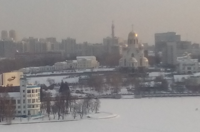 Храм Спаса-на Крови доминирует над городом.