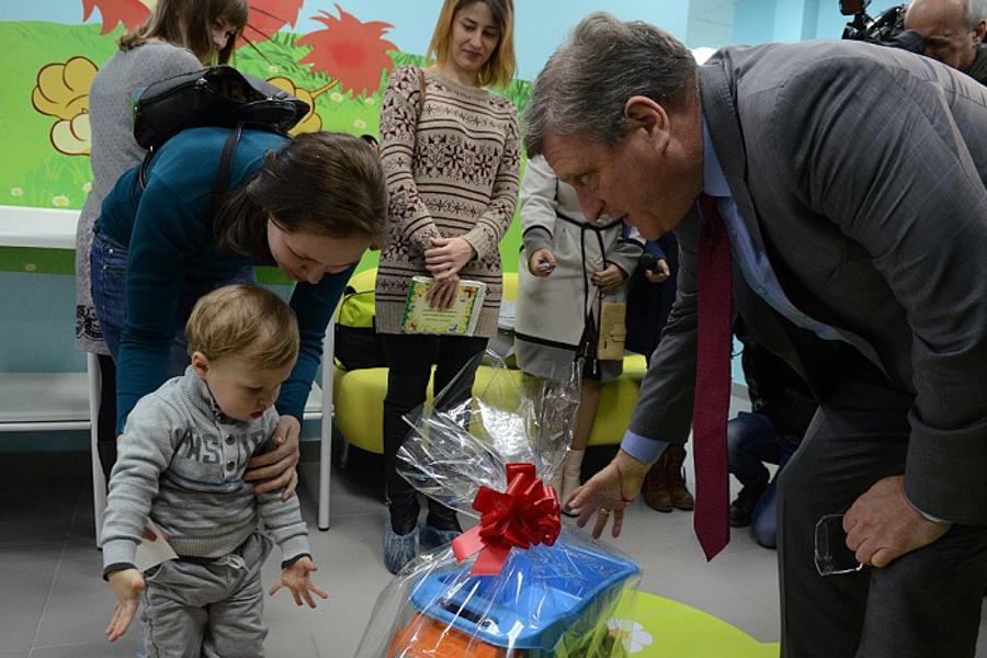 Игорь Васильев пообещал открывать поликлиники в шаговой доступности.
