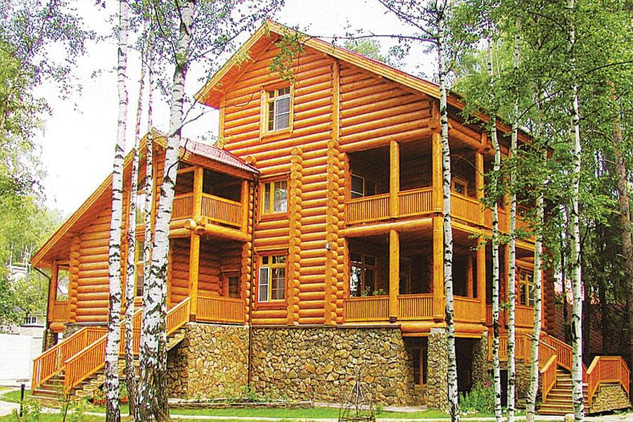 Оцилиндрованное бревно - безукоризненный материал для деревянного домостроения.