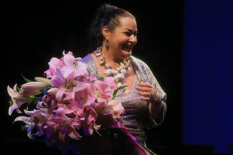 Цветы Мариам - за потрясающий вокал.