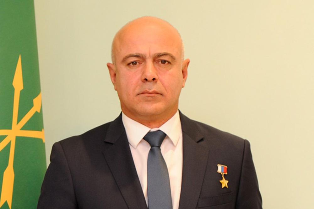 Герой России Эдуард Цеев.