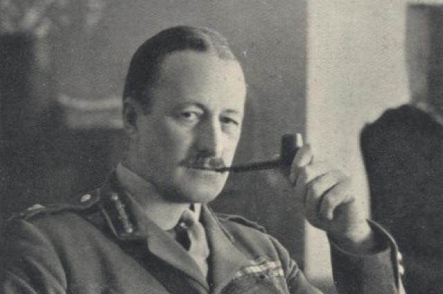 В 1918 году был назначен начальником Английской военной миссии в Омске.