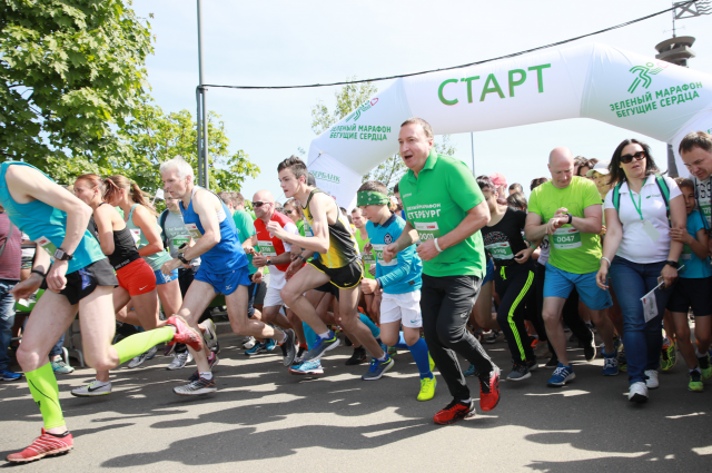 В Зеленом марафоне «Бегущие сердца» приняли участие 4 200 бегунов.