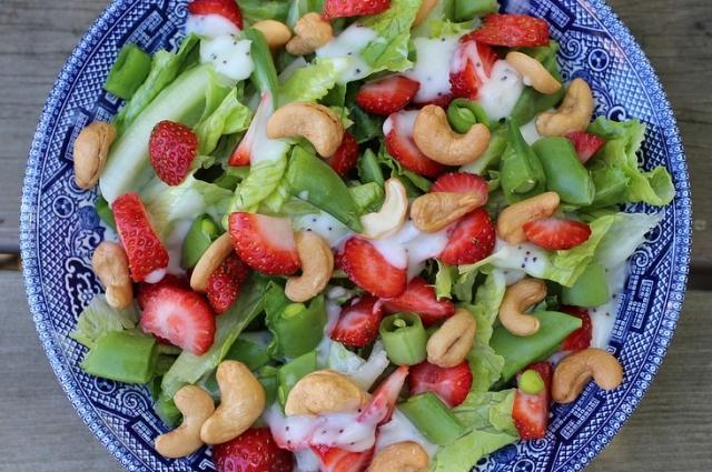 Фрукты и ягоды в сочетании с орехами - что может быть полезней?