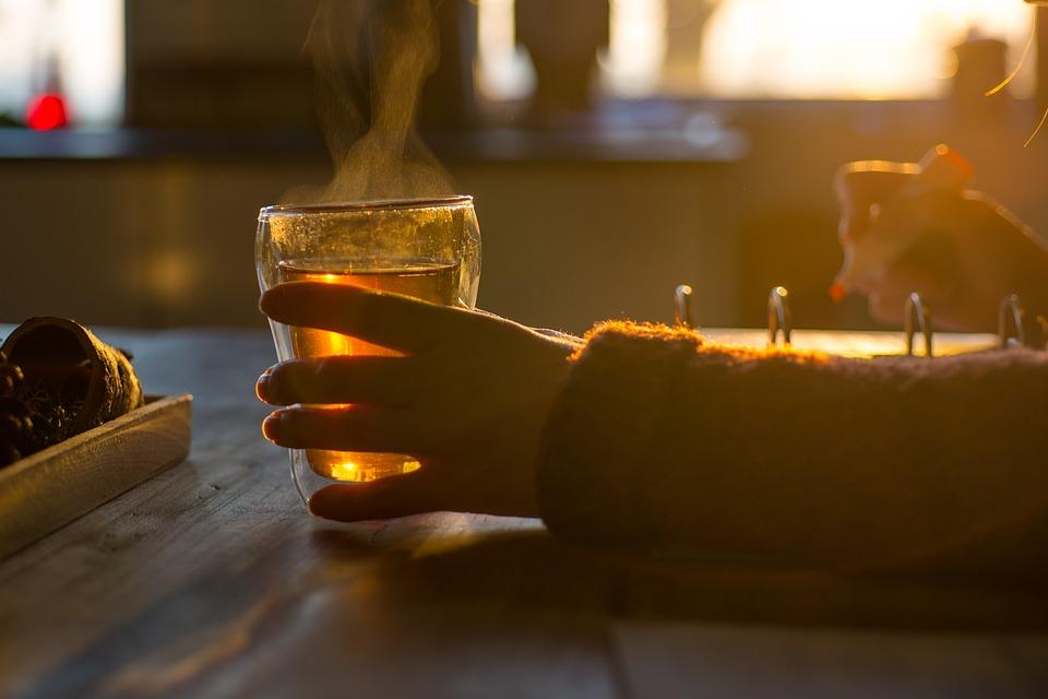 Врачи не советуют пить слишком горячие напитки.