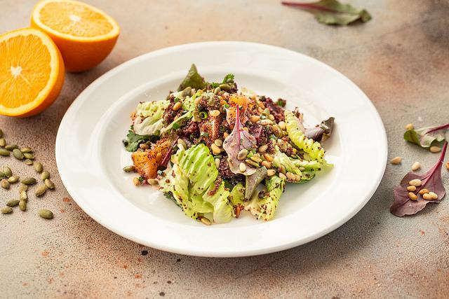 Овощной салат с канивой