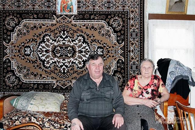 Зоя Александровна и Анатолий Дмитриевич Поповы живут вместе уже 55 лет. В строительстве и уходе за храмом муж главный помощник бабушки
