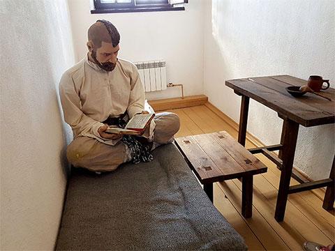 В камерах воссоздан тюремный быт заключенных