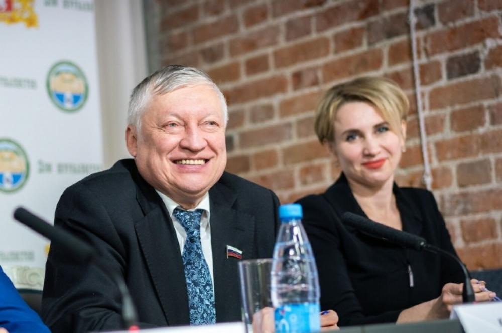 12-й чемпион мира по шахматам, депутат Госдумы, председатель Попечительского совета Федерации шахмат Свердловской области Анатолий Карпов.