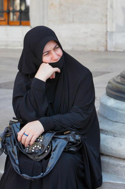 Турчанка у мечети