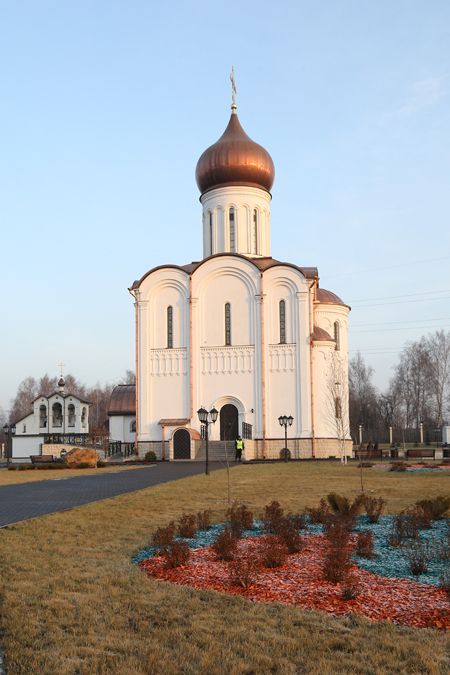 Архитектура нового храма строга и величественна