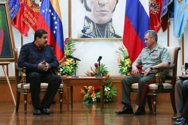 Президент Боливарианской Республики Венесуэла Николас Мадуро и министр обороны РФ Сергей Шойгу во время встречи в Венесуэле