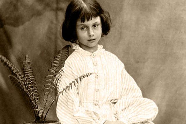 Алиса в возрасте 8 лет, 1860 год, фото Льюиса Кэрролла