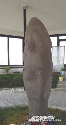 И тысячу лет назад у каменной стелы просили детей...
