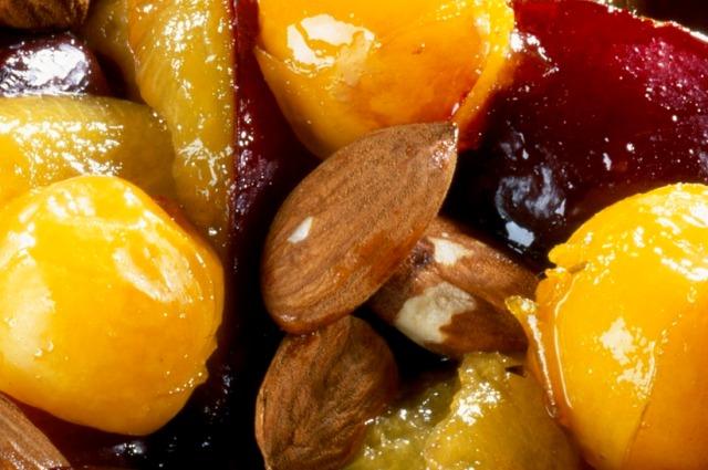 Миндаль, нектарин и груша - идеальное блюдо для лета.