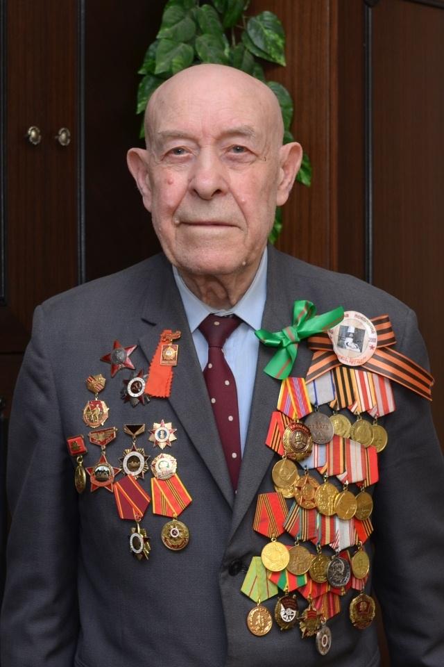 Алексей Незнанов имеет множество наград, а вот своего жилья у ветерана нет.