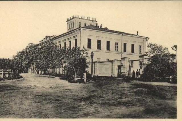 В Омске много мест связанных с историей революции, например Генерал-губернаторский дворец.