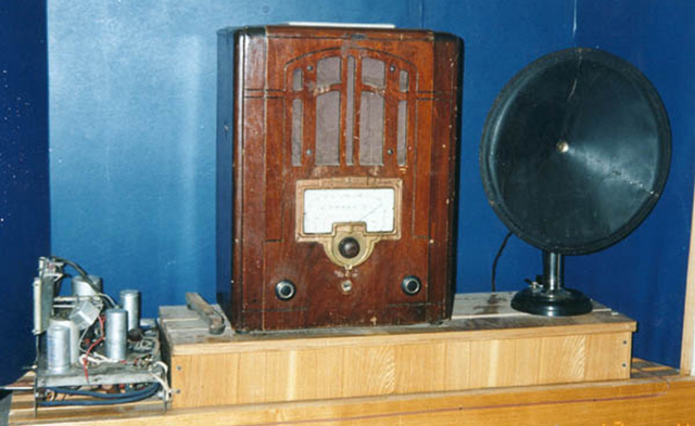 Радиоприемник СН-1, «тарелка» репродуктора «Рекорд». 1930-е гг.