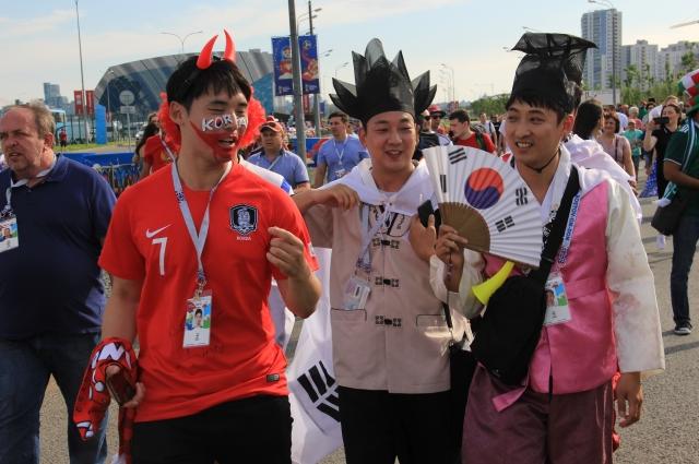 Будем болеть за своих, но победит Германия, говорили перед началом игры корейские болельщики.