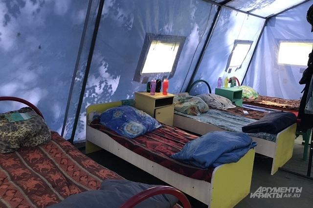 Электроприборов в палатке быть не должно.