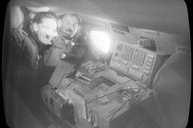 Командир космического корабля «Союз-21» Борис Волынов (слева) ибортинженер Виталий Жолобов наборту орбитальной научной станции «Салют-5».
