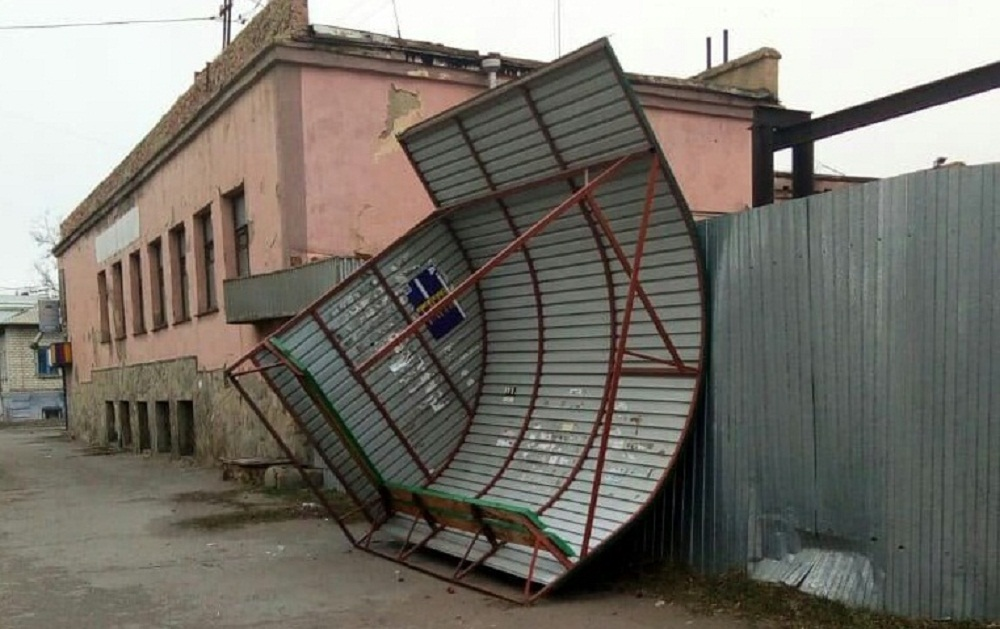 В Троицке пострадала остановка