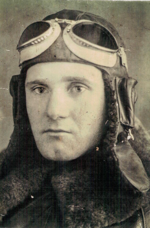Летчик Иван Гаврилович Полькин. Военное фото.