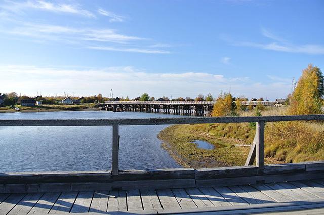 Карельская деревня Юшкозеро стоит на трёх островах. Без мостов - никак..