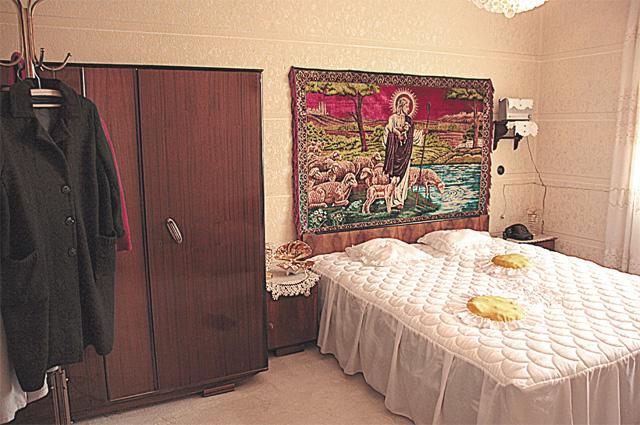 Спальня в доме Ванги