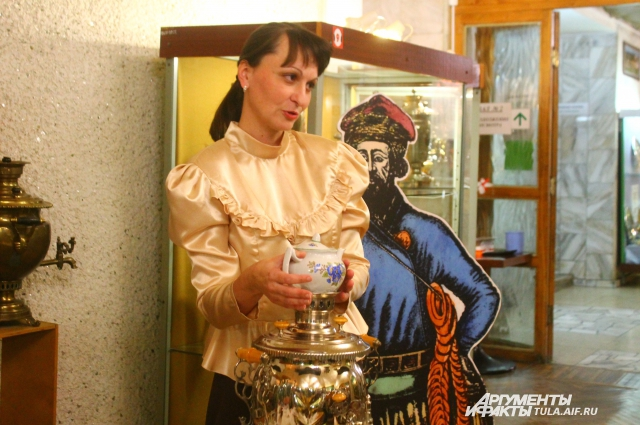 Приготовление чая традиционно отводилось женщине.