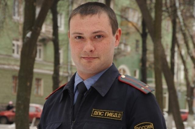 Инспектор полка ДПС Олег Меледин в конце 2014 года был награждён за отвагу и самоотверженность.
