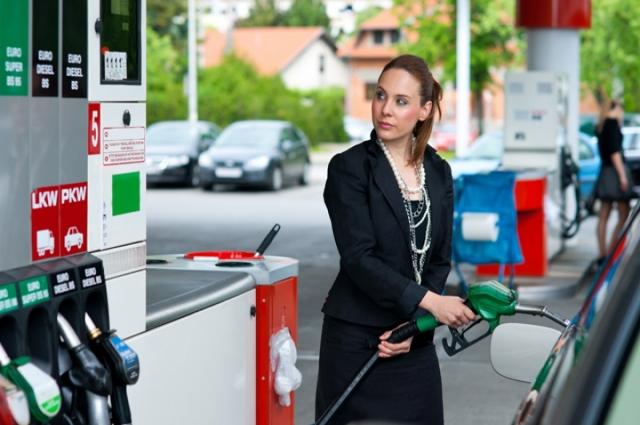 Цены на бензин в Омской области постоянно растут.