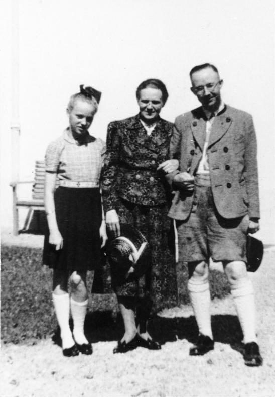 Генрих Гиммлер с женой и дочерью Гудрун.