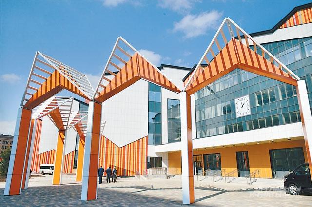 Самую большую российскую школу построили вДаниловском районе.