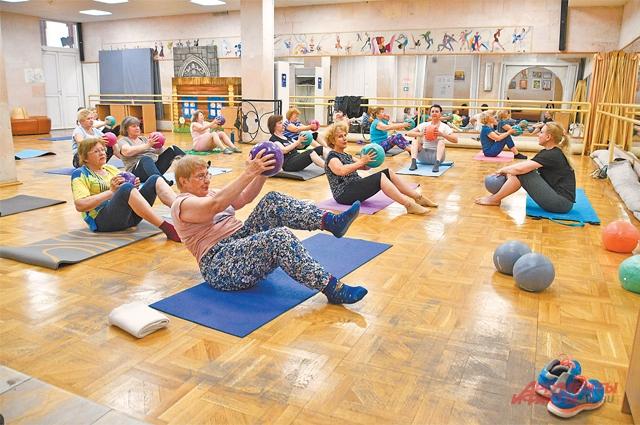 Самое популярное направление впроекте «Московское долголетие»– ОФП сэлементами йоги ипилатеса.
