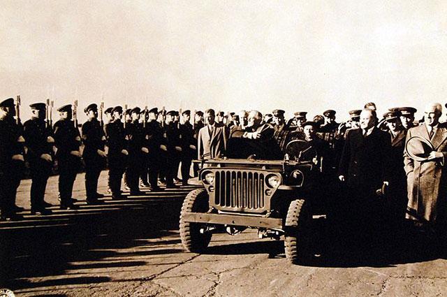 Президент Рузвельт в аэропорту города Саки.