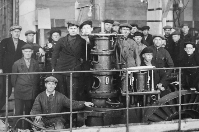 Монтаж турбины на Самарской ГРЭС в 1938 году.